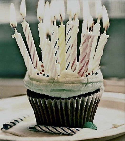 the_birthday_cupcake_by_instantvoodo