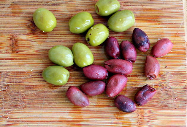 white bean olive hummus1