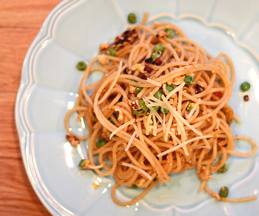 Whole Wheat Spaghetti With Peas & Pancetta